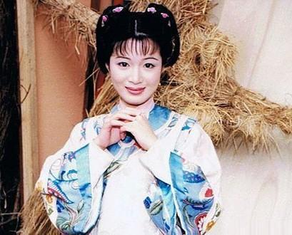 陈少霞三胎产女 两人年纪很大 但是浪漫丝毫不减